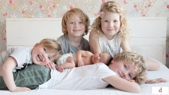 Door Danny Fotografie - New Born Fotografie aan huis bij een groot gezin 6